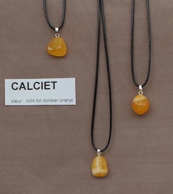 Calciet edelsteen (Mexico) kleur licht tot donker oranje  1 Edelsteen