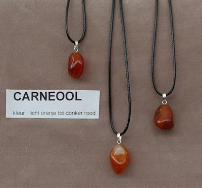 Carneool edelesteen (Urugay), licht oranje tot donkerrood  1 Edelsteen