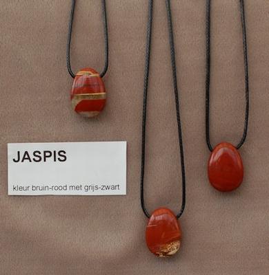 Jaspis edelsteen (Zuid Afrika) bruin-rood met grijs-zwart.  1 Edelsteen