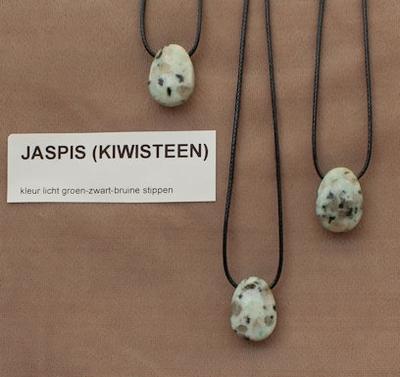 Jaspis Kiwisteen (Niuew Zeeland) lichtgroen-bruin  1 Edelsteen