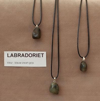 Labradoriet edelsteen (Madagaskar) blauw-grijs-zwart  1 Edelsteen